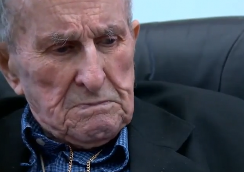 Face skydiving la 93 de ani