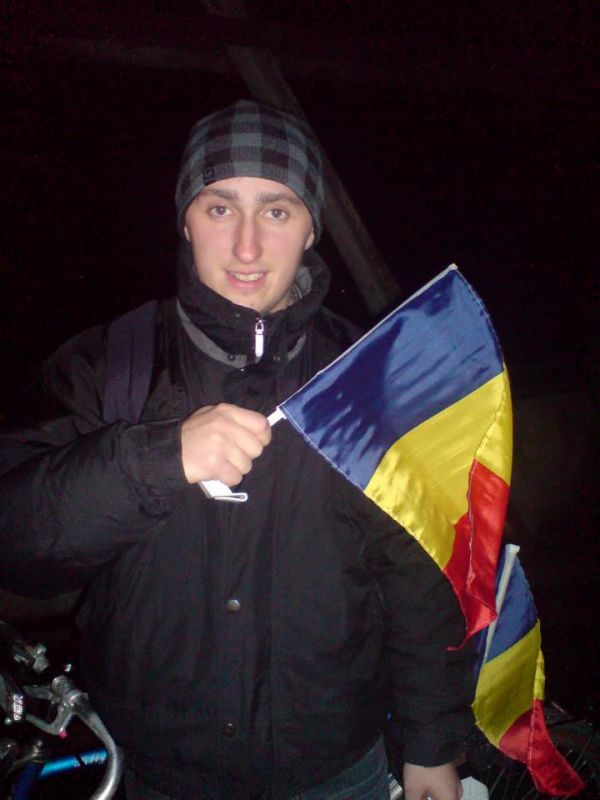 95 de lumânări pe tortul României