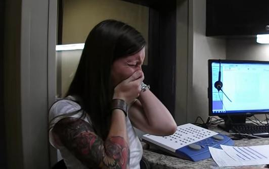 Emoțiile unei fete care aude pentru prima dată
