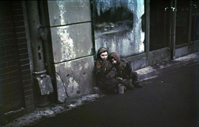 Warschau, Bettelnde Kinder