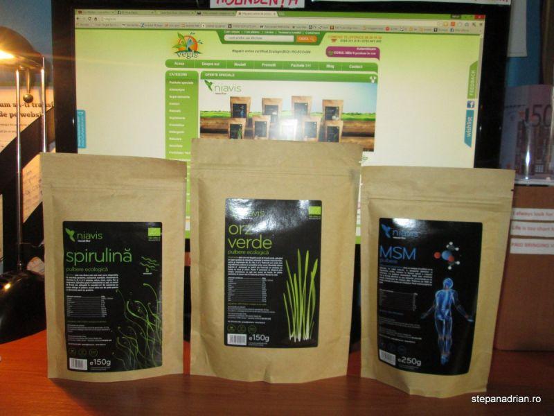 Pulbere de Orz Verde și Spirulină la Micul Dejun – Energie și Detoxifiere